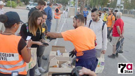 V/F Una veintena de voluntarios ayuda hoy en Los Alcázares