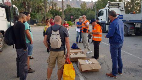 FOTOS Un nuevo grupo de voluntarios parte a Los Alcázares