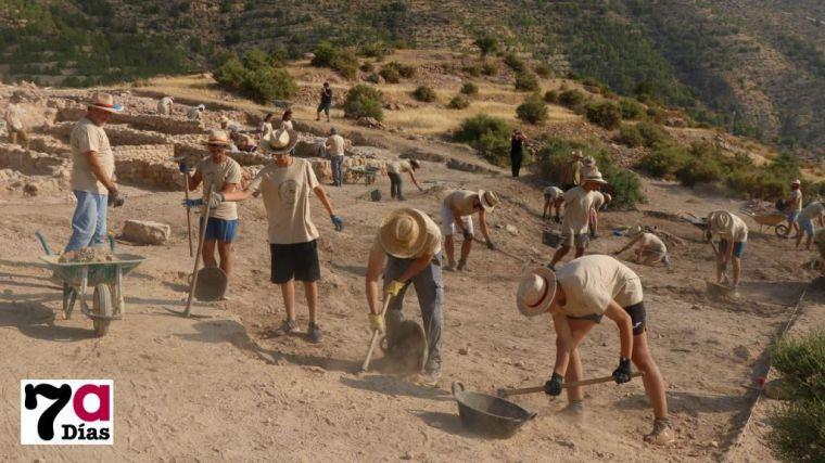 Alhama muestra al resto de la Región su labor en los yacimientos