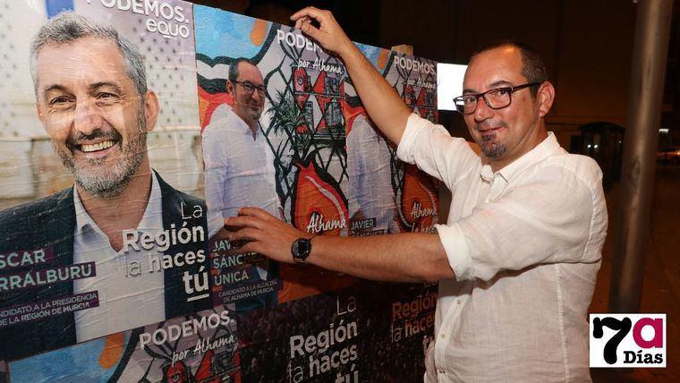 Javier Sánchez Única, durante la pegada de carteles de las pasadas Elecciones Municipales y Autonómicas