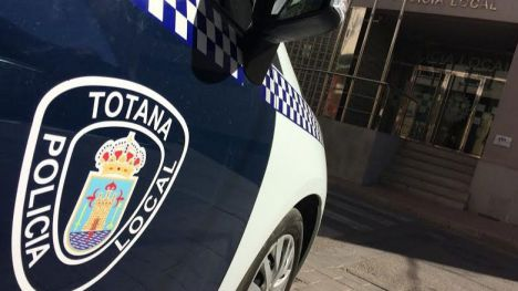 Policías de Totana auxilian a una mujer en un parto complicado