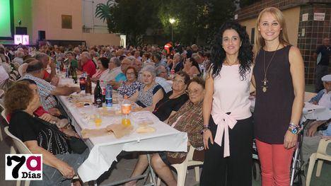 VÍD./FOT. Los mayores se lo pasan pipa en su fiesta de Feria