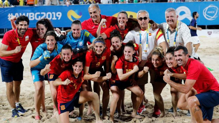Fresneda se 'cubre' de oro con la Selección de Fútbol Playa