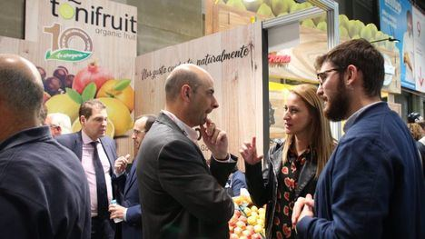 VÍDEO/FOTOS Guevara y Caja visitan la feria Fruit Attraction
