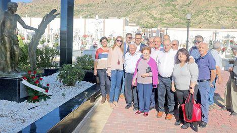 V/F El PSOE homenajea a los fallecidos en el día de Todos los Santos