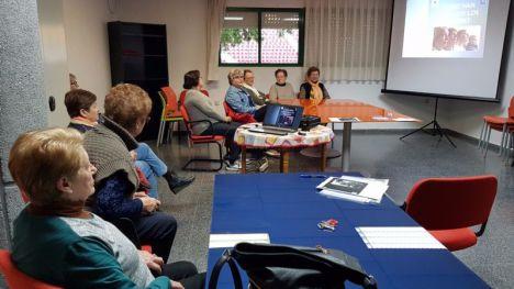 Un grupo de alhameñas reflexiona sobre el devenir de la sociedad