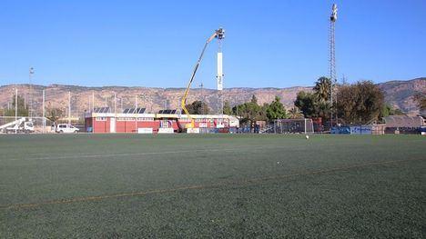 FOTOS El campo de fútbol José Kubala 'estrena' focos