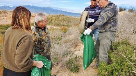 FOTOS Voluntarios contra la 'basuraleza' en Los Saladares