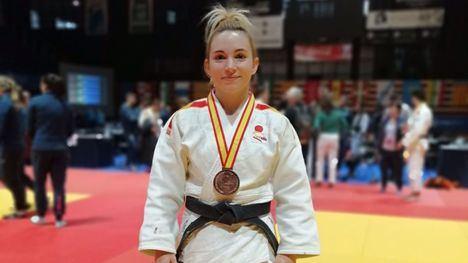 FOT. El Club de Judo felicita a Irene Díaz por su último bronce