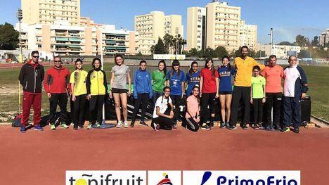 Tres atletas de Alhama trabajan los saltos y la altura en Cartagena