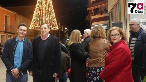 VÍDEO/FOTOS Librilla inaugura la Navidad con un gran árbol