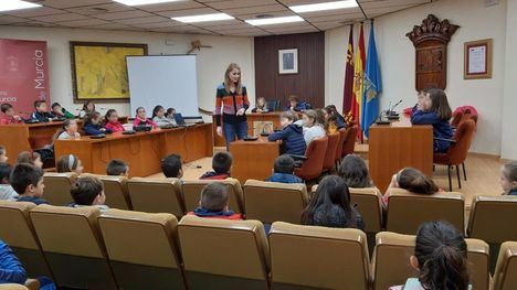 FOT. Alumnos de 3º del CEIP Ricardo Codorníu visitan el Ayuntamiento