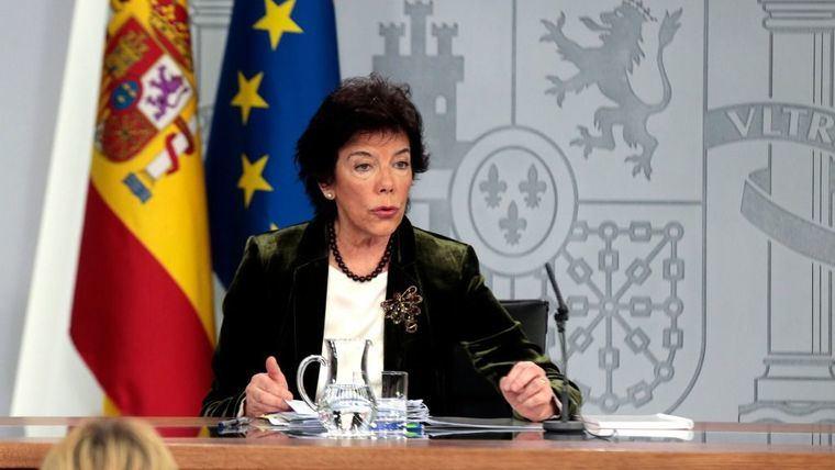 La portavoz del Gobierno en funciones, Isabel Celaá, durante su intervención en la rueda de prensa posterior al Consejo de Ministros.de la pasada semana