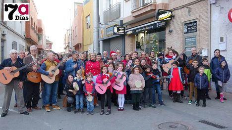 VÍDEO Sonata llena de villancicos las calles del centro de Alhama