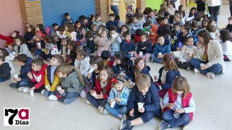 VÍDEO La Escuela de Navidad recibe a 2020 al grito de 'más gusanitos'