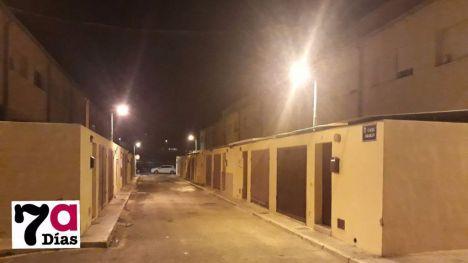 Arde la parte superior de una chimenea en la calle Abarán