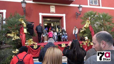 VÍDEO/FOTOS Ilusión y kilos de caramelos de los Reyes Magos