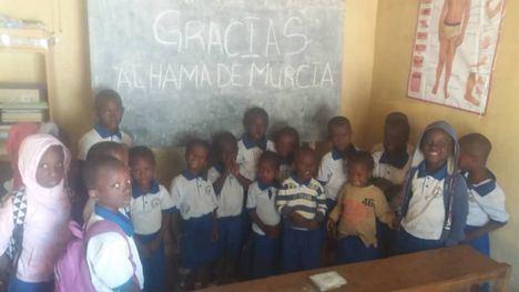 V/F La San Silvestre 'Pan y aceite' ayuda a un colegio de Gambia