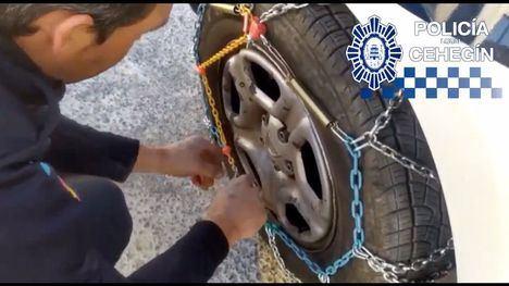 VÍDEO ¿Cómo colocar las cadenas en las ruedas del coche?