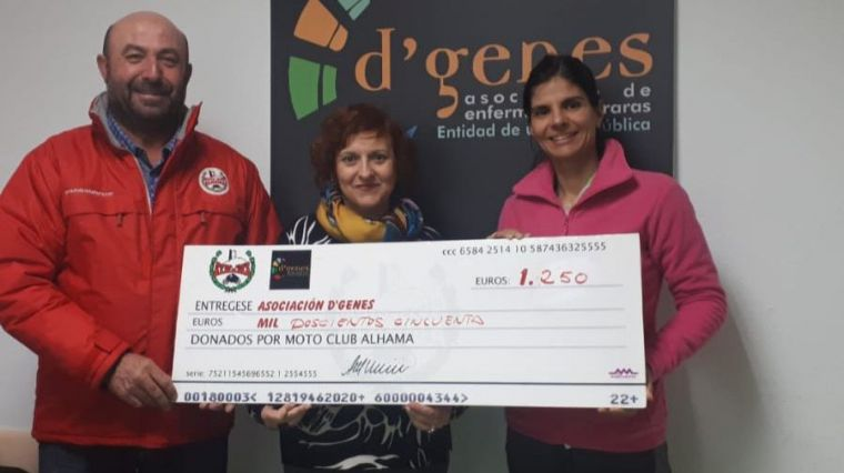 MotoClub Alhama entrega 1.250 euros a la Asociación D'Genes