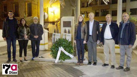 Imagen de la reciente visita de Enric Garriga, presidente de l'Amical de Mauthausen a Alhama.