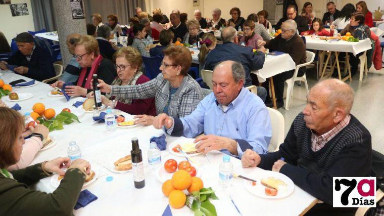 Imagen de la cena de Manos Unidas celebrada el pasado año en el Centro de Mayores.