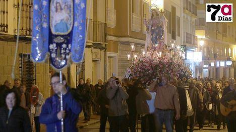 VÍDEO y FOTOS Decenas de fieles arropan a la Candelaria en el traslado