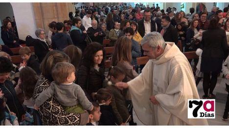 VÍD./FOT. San Lázaro se llena de fieles en honor a la Candelaria