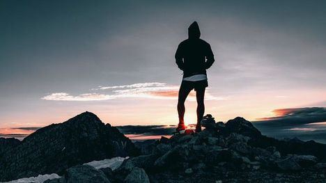 Alhama impulsa un curso de iniciación al senderismo
