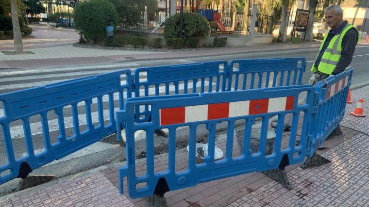 Las brigadas mejoran la accesibilidad en la avenida Constitución