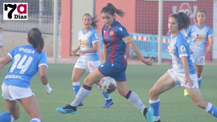 Imagen de archivo del partido en el José Kubala del Alhama CF ElPozo contra el Levante UD Femenino B.