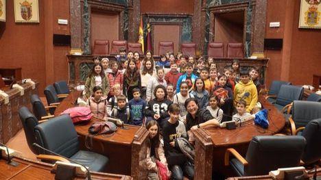 FOTOS Alumnos del CEIP A. Machado visitan la Asamblea Regional