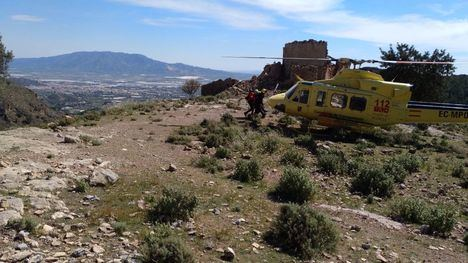 Rescatan en helicóptero a una senderista en Sierra Espuña