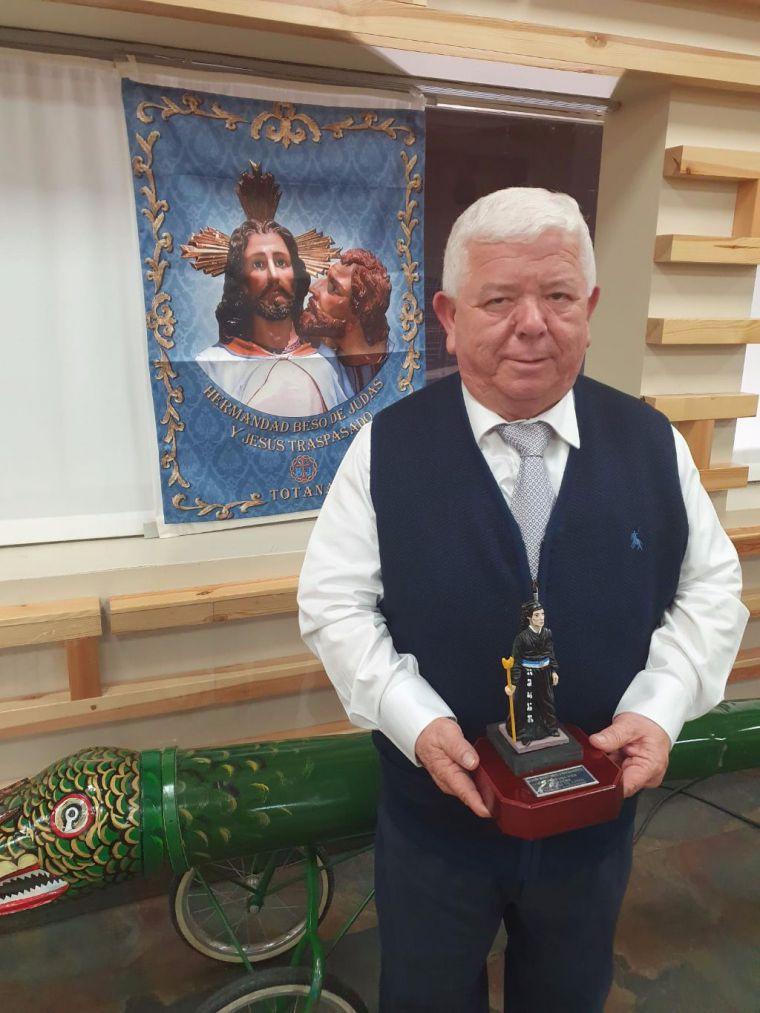 Juan 'El Enterrador' recibe un homenaje de su Hermandad
