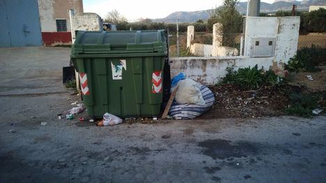 FOT. El Ayuntamiento intensifica las labores de limpieza