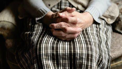 Protección Civil ayuda a mayores y personas con movilidad reducida