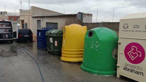 FOTOS La desinfección de zonas comunes en Alhama, a diario