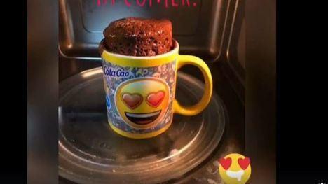 VÍDEO Preparamos un brownie a la taza con Un Ratito Más Home