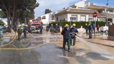 FOTOS La BRIFOR de Alhama ayuda a limpiar Los Alcázares