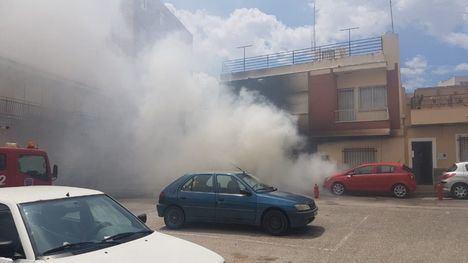 Una anciana, intoxicada en Totana por el incendio de un vehículo