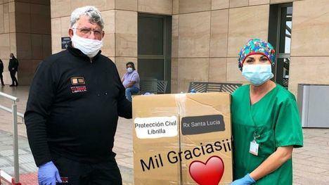 Librilla entrega batas y mascarillas al hospital Santa Lucía