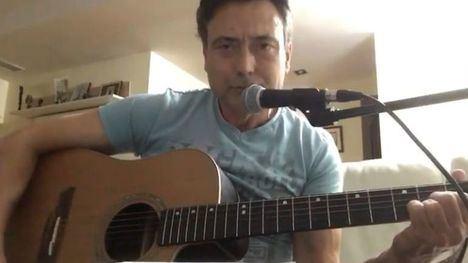 VÍDEO El director del IES Librilla dedica una canción a sus alumnos