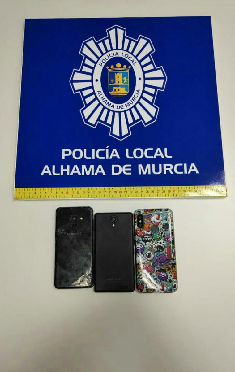 La Policía Local intercepta a un menor con 3 móviles robados