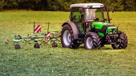 ¿Cómo puedo ofrecerme para trabajar en el sector agrario?
