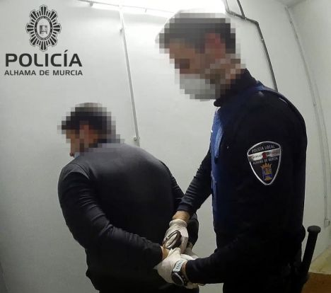 Detenido un hombre tras agredir a su pareja en Alhama