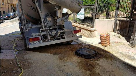FOTOS Un derrame de gasoil obliga a cortar la calle Sánchez Vidal