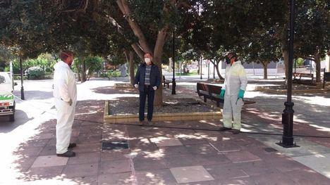Los parques y jardines de Alhama también se desinfectan