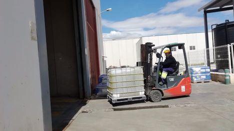 FOT. Donan a Alhama varios productos para la desinfección viaria