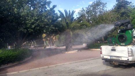 FOTOS Zonas verdes y jardines, fumigados contra el mosquito
