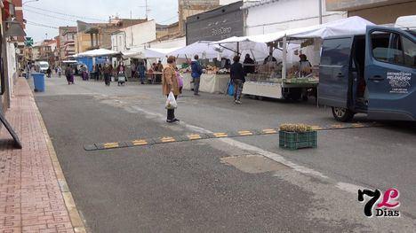 VÍDEO Librilla recupera su mercado semanal con ganas
